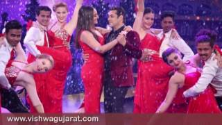 Bigg Boss 10 : Sonakshi Sinha and Manish Paul With Salmankhan Celebrate A Dabangg Christmas