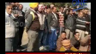 pathankot highway par dharna protest pearl company zameen vivaad