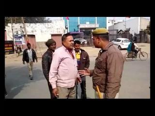 100 रुपए के लिए ट्रक चालक से भिड़ा पुलिसकर्मी