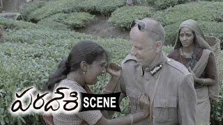 British Ruler Tries To Flirt Riythvika - Agent Jerry Attacks For Opposing - Paradesi Movie Scenes