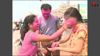 holi dance - girls enjoying holi - Holi Prank 2016 - Festival 2016/17