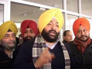 कांग्रेस में बग़ावत, बुलारिया के ख़िलाफ़ उतरे मनिन्दर सिंह