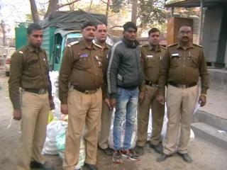 दिल्ली : अवैध शराब की 59 पेटियां बरामद, टेम्पो समेत आरोपी काबू