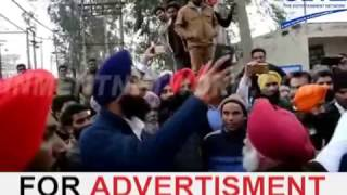 bikram singh majithia fight with congress | live fight video at polling day
