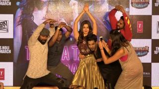 Alia, Varun attempt LIVE Mannequin Challenge | Don't Miss
