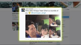 Sachin Tendulkar with his Little fan 'Hinaya Heer'