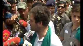 Rahul Gandhi meets Tamil Nadu farmers protesting for drought relief funds at Jantar Mantar