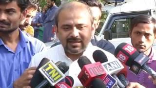 AAP Delhi convenor Dilip Pandey's reaction over vertical split in BJP& Congress