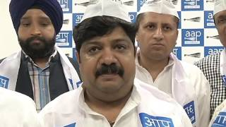 Congress Leaders Joins Aap In Presence of Aap Delhi Convenor Dilip Pandey