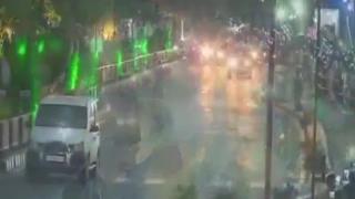 Modi arrives in Gujarat to warm welcome