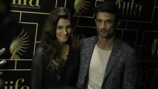 Kriti JEALOUS as Sushant checks out Deepika Padukone