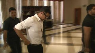 Akshay MEETS Railway Minister Suresh Prabhu for Toilet : Ek Prem Katha