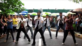 Tamil Boys and Girls Dancing In Rain
