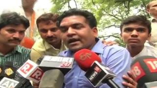 Kapil Mishra stopped by police from entering Kejriwal's Janata Darbar