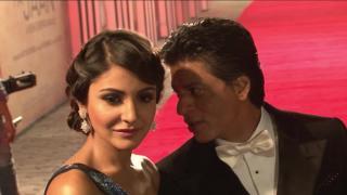 Anushka SEDUCES SRK | #JHMSMiniTrail2