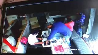 चोरों ने ज्वैलर्स की दुकान पर किया हाथ साफ, CCTV में कैद हुई वारदात