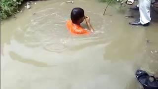 Men Fell Down in to Heavy water logging Ghaziabad