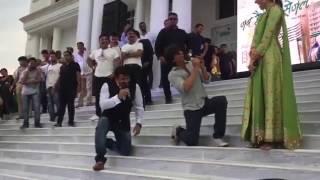 Shahrukh Khan & Manoj Tiwari Singing Bhojpuri Song Lollipop Lagelu For  Anushka Sharma video - id 321d939e7f36 - Veblr Mobile