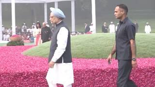 Former PM Manmohan Singh & Former President Pranab Mukherjee pay tribute to Pandit Jawaharlal Nehru