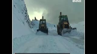 मुगलरोड से बर्फ हटाने का काम जोरों पर, जल्द बहाल होगा यातायात