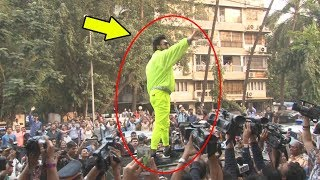 Ranveer Singh Gets On To CAR ROOF And Waves Fans In Middle Of Road