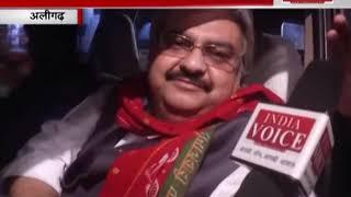 अलीगढ़ से सपा मेयर प्रत्याशी मुजाहिद किदवई ने लोगों से मांगा वोट