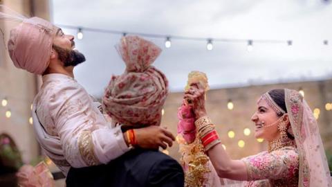 Anushka Sharma & Virat Kohli's Garland Exchange Ceremony - VIDEO