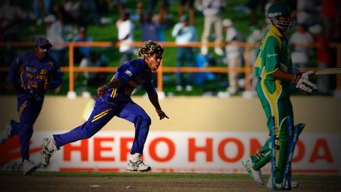 देखें इन गेंदबाजों के 1 ओवर में 5 विकेट
