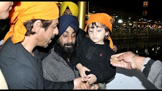 Shah Rukh with son AbRam pay obeisance at Golden temple
