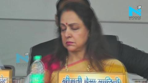 भाषण दे रहे थे CM योगी, सो गई हेमा मालिनी