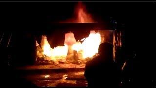लखनऊ: कपड़े के शो रूम में आग लगने से बड़ा नुकसान