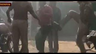 जौनपुर: वसूली न देने पर थानाध्यक्ष ने बस ड्राइवर को लातों से पीटा