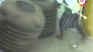 जलकल विभाग के बाबू का कीचड़ से हुआ अभिषेक