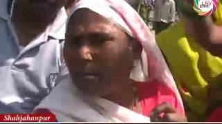शाहजहांपुर में शराब की दुकान में महिलाओ ने की तोड़फोड़ |