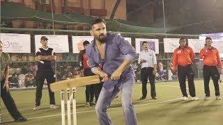 Suniel Shetty Playing CRICKET In Stadium | Cricket Tournament In Mumbai