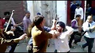 बरेली के बाज़ार में हंगामा, पुलिस के साथ गुथम-गुथी हुआ व्यापारी