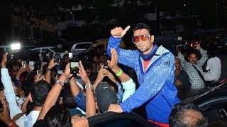 Ranveer Singh MOBBED By His FANS Outside Club - Crazy FANS Of Ranveer Singh