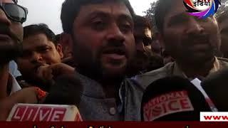 हजरतगंज चौराहे पर वकीलों ने फारुख अब्दुल्ला का फूंका पुतला