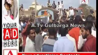 SBH  Bank Ring Road Gulbarga K Samne Police Lathi Charge A.Tv News 30-11-2016