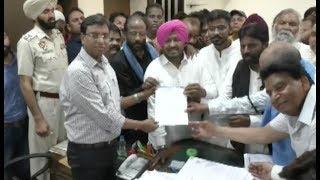 लुधियाना में प्रदर्शनकारियों ने डीसी को सौंपा ज्ञापन