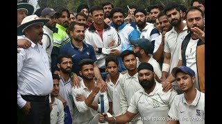 Rahul Dravid interacts with players, motivates them to work hard