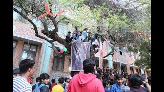 Delhi university Hindu college valentine day special...हिन्दू कालेज में डमडमी मई की पूजा करते है
