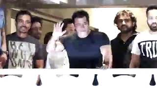 Salman khan meets his fans after coming from jail || jail se aane ke baad fans se mile salman khan