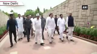 Rahul Gandhi reaches Raj Ghat