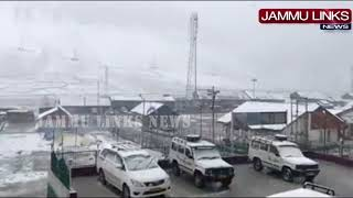 Traffic suspended on Srinagar-Leh highway following fresh snowfall at Sonamarg, Zojila