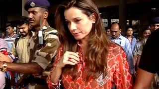 Saif Ali Khan, Kareena, Sonali Bendre, Neelam Return from Jodhpur Spotted at Mumbai Airport Part 1