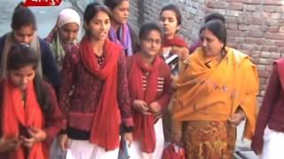 गांव में घूम घूम कर शिक्षा की अलख जलाई