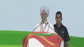 Former PM Manmohan Singh addresses Jan Aakrosh rally in New Delhi