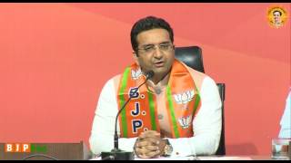 Shri Gaurav Bhatia joins BJP in presence of Shri Arun Singh and Shri Bhupender Yadav, 02.04.2017