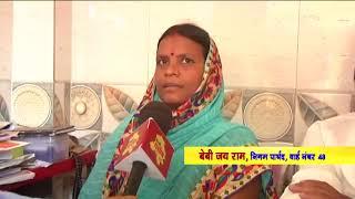 सुल्तानपुरी की निगम पार्षद ने इलाके में किया कूड़ेदान का वितरण, लोगों में खुशी का माहौल